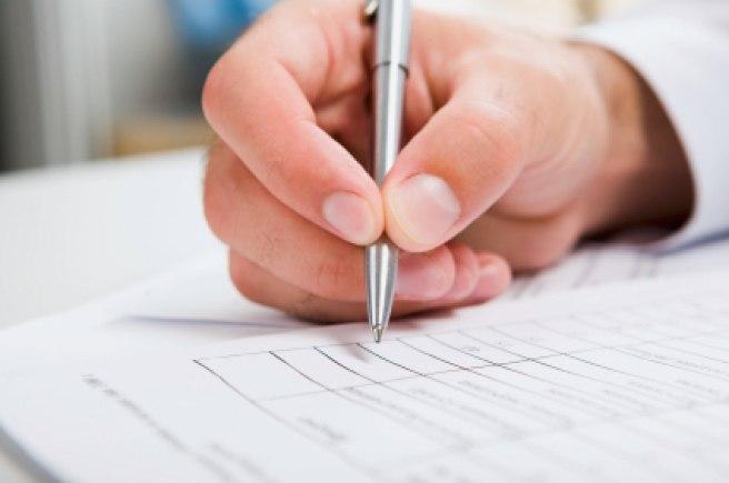 """Scientific communication: Using """"Dear Mr."""" or """"Dear Ms."""" in letters"""