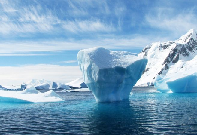 An iceberg the size of a country breaks loose from the Antarctic ice shelf