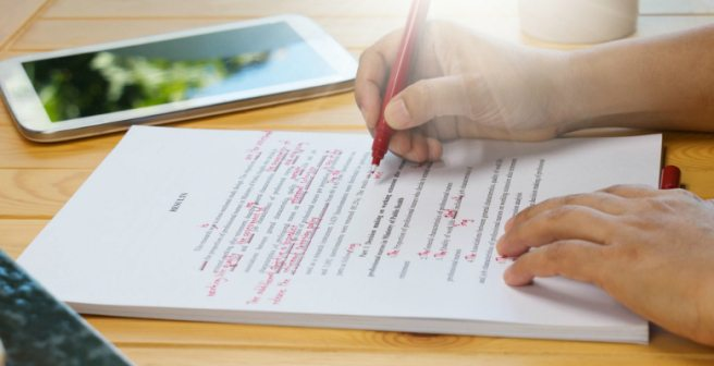 Quick tips on using commas, brackets, and dashes in a research paper